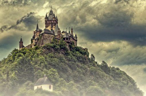 Die Mosel führt vorbei an unzähligen Burgen. Hier zu sehen die Burg Cochem.  Foto: Pixabay