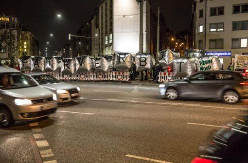 Die Bürgerinitiative Neckartor setzt sich für weniger Verkehr an der schmutzigen Kreuzung ein. Foto: Lichtgut/Julian Rettig