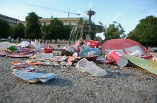 Müll auf dem Schlossplatz in Stuttgart Foto: Moritz