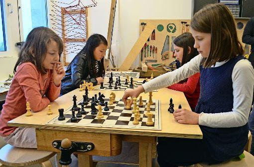 Stolze Siegerinnen am Schachbrett