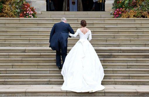 Er führte seine Tochter die Stufen der St. George's Chapel hinauf ... Foto: POOL