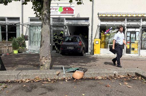Ein 77-Jähriger wollte noch schnell etwas erledigen, ließ den Motor laufen – doch das Auto stand auf einer abschüssigen Straße und machte sich selbstständig. Foto: 7aktuell.de/Alexander Hald