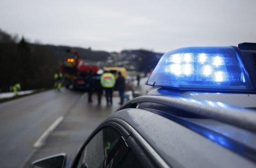 64-Jähriger in brennendem Auto eingeklemmt