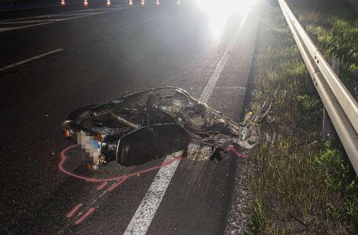 Geisterfahrer auf Motorrad stirbt bei Zusammenstoß