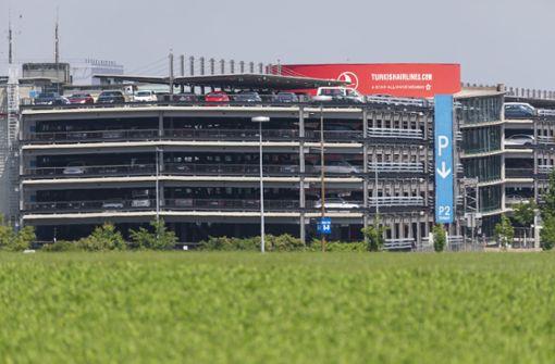 Parken am Flughafen Stuttgart kann teuer werden. Foto: Thomas Krämer