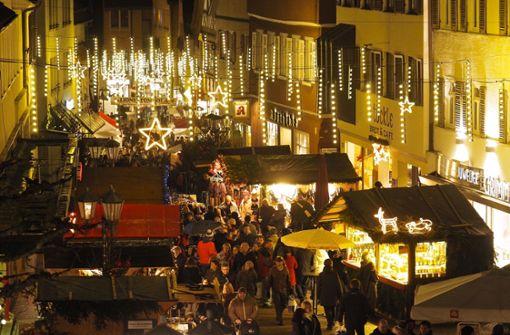 Wurstdieb auf dem Weihnachtsmarkt