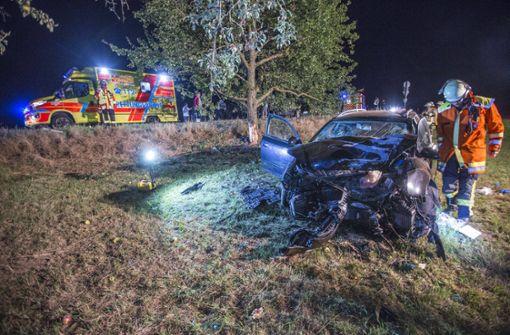 Drei Menschen wurden in diesem Auto schwer verletzt. Foto: 7aktuell.de/Simon Adomat