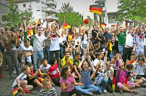 Auf dem Stadtplatz in Wernau wird auch in diesem Jahr – wie hier bei der WM vor vier Jahren – kollektiv gejubelt. Foto: Horst Rudel/Archiv