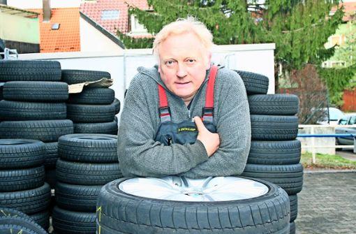 So kannte man Jochen Kretschmaier bis zum Jahr 2012 beruflich. Schon als kleiner Junge hat der spätere Vulkaniseur beim Vater in der Werkstatt geholfen. Foto: Ulrike Koch (Archiv)