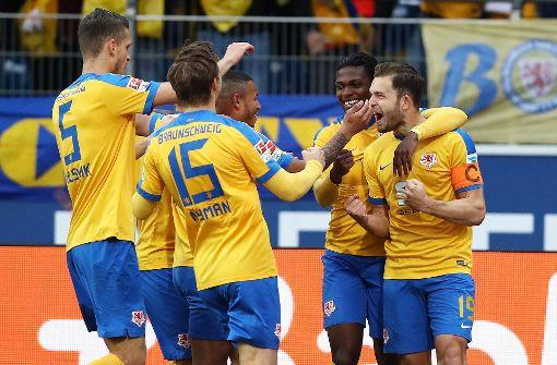 Braunschweig bleibt dem VfB Stuttgart auf den Fersen