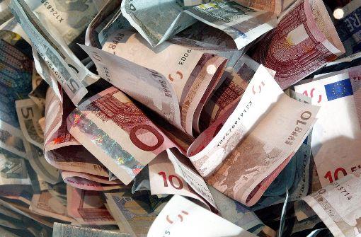 Geldregen auf der Autobahn