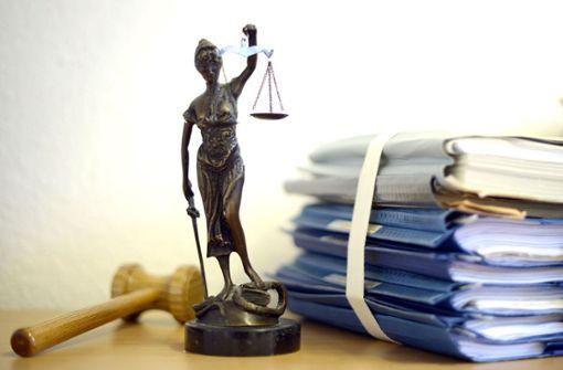 Falscher Polizist beklaut Seniorin
