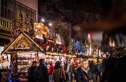 Die Weihnachtsmärkte in Stuttgart (Foto), Ludwigsburg und Esslingen   locken insgesamt mehrere Millionen Besucher an. Foto: Lichtgut/Max Kovalenko