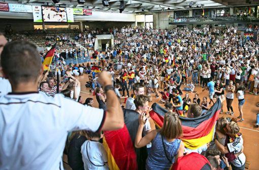 In der  EWS-Arena  ist wie schon 2014 Massen-Fußball-Schauen angesagt. Foto: Rudel/Archiv