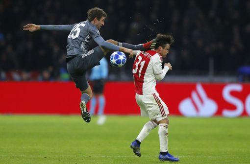 Müller hatte Amsterdams Nicolas Tagliafico mit einem Tritt am Kopf getroffen und verletzt. Foto: AP