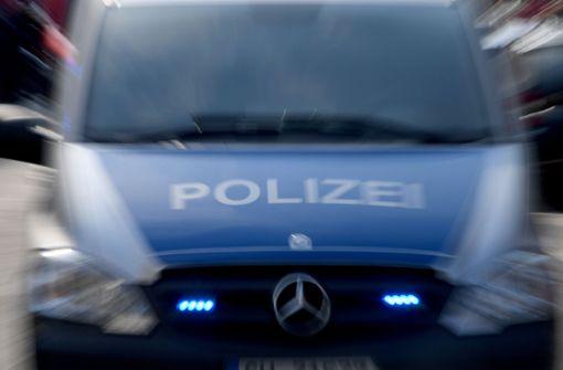 Die Polizei sucht Zeugen eines Unfall, an dem ein Bus der Linie 42 beteiligt gewesen ist. Foto: dpa