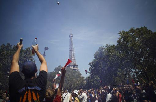 Die maximale Zuschauerzahl beim Public Viewing am Eifelturm in Paris ist erreicht. Foto: AFP