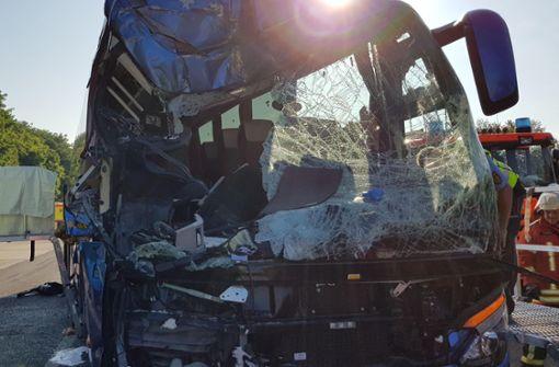 Fahrer von Unfallbus will sich zunächst nicht äußern