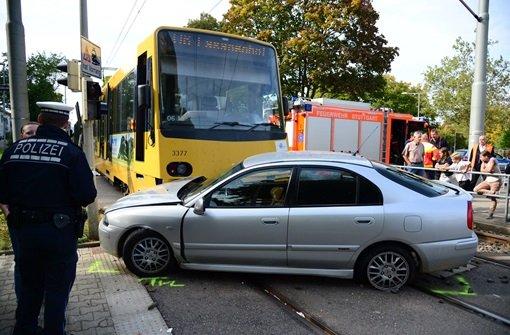 Betrunkener Fahrer fährt über Rot