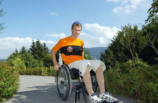 Pit Beirer: Der Motocrossfahrer vom Bodensee war 2003 nach einem Sprung schwer gestürzt. Seither sitzt er im Rollstuhl. Der 45-Jährige blieb seinem Sport treu und arbeitet als Motorsport-Direktor bei KTM. Foto: Pressefoto Baumann