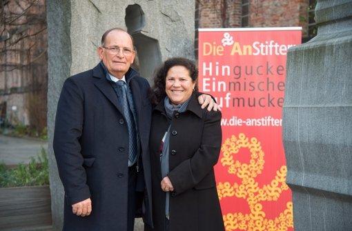 Costantini Baratta und seine Frau Rosa Maria Maggiore nahmen für Guisi Nicolini den Stuttgarter Friedenspreis entgegen. Foto: Martin Stollberg