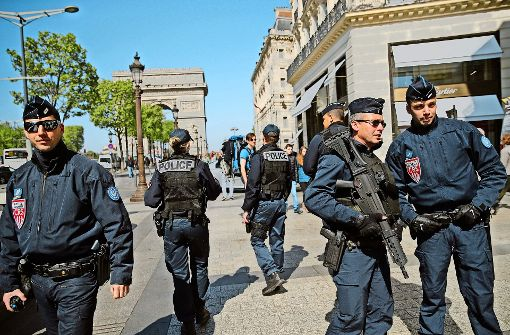 Verschärfte Sicherheitsvorkehrungen: Nach dem Anschlag ist auf den Pariser Champs-Élysées die Polizeipräsenz noch einmal erhöht worden. Foto: AP