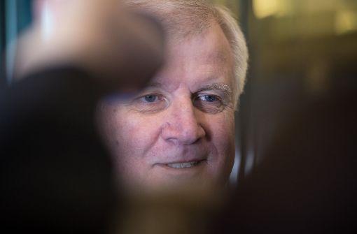 Seehofer will Parteichef und Ministerpräsident bleiben