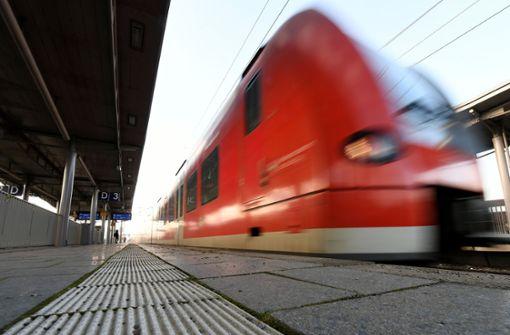 13-Jähriger stellt sich für Mutprobe aufs Bahngleis