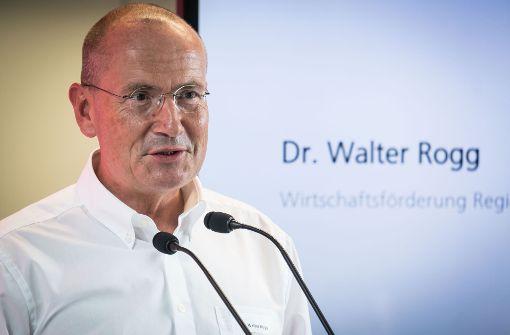 Wirtschaftsförderer Walter Rogg weist auf den Mangel an Gewerbeflächen hin. Foto: Lichtgut/Achim Zweygarth