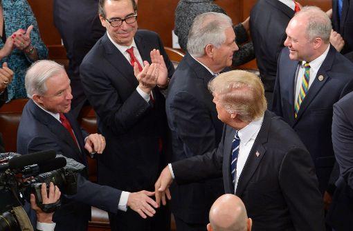 """Justizminister Sessions erhält von Trump """"volles Vertrauen"""""""