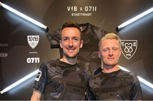 Mit dem Stadttrikot hat der VfB (mit Gentner und Beck, v.l.) einen Verkaufsschlager gelandet. Foto: Baumann