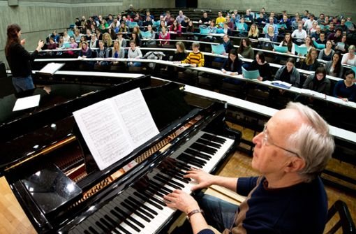 Der Akademische Chor der Uni Stuttgart probt in einem Hörsaal Foto: Lichtgut/Oliver Willikonsky