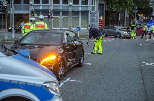 Unfall mit drei Verletzten – Polizei sucht Zeugen