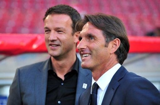 VfB-Trainer Bruno Labbadia (rechts) will unbedingt bis ins Halbfinale des DFB-Pokals kommen, Sportdirektor Fredi Bobic linst schon mit einem Auge nach Berlin. Foto: dpa