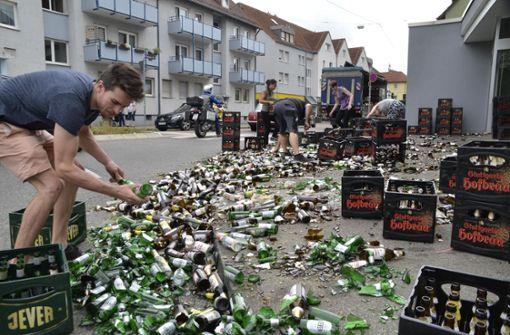 Getränkelaster verliert 200 Bierkisten