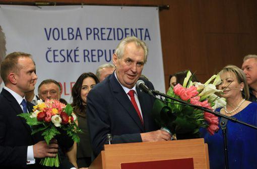Präsident Zeman setzt sich in Stichwahl durch