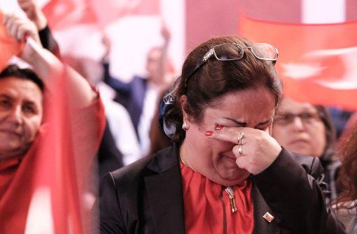 Viele Türken können sich über den Sieg von Reccep Tayyip Erdogan beim Türkei-Referendum nicht freuen. Foto: dpa-Zentralbild