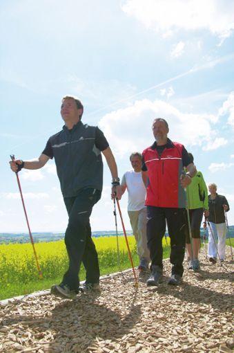 Eine Wohltat: Besonders gelenkschonend ist das Walken auf dem Bad Griesbacher Finnenweg.  Foto: Gäste- und Kurservice Bad Griesbach im Rottal