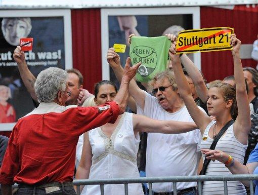 Bei der Eröffnung des Weindorfes im letzten Jahr war es zu Protesten von Stuttgart-21-Gegnern gekommen. (Archivfoto) Foto: www.7aktuell.de