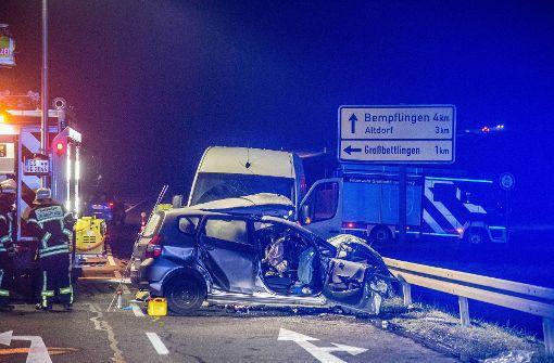 Tödlicher Unfall im Kreis Esslingen: Kleinwagen prallt auf ...