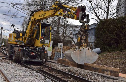 Gleisbauer arbeiten fast rund um die Uhr