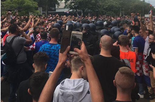 Eskalation auf der Theo – mutige Fans verhindern Schlimmeres