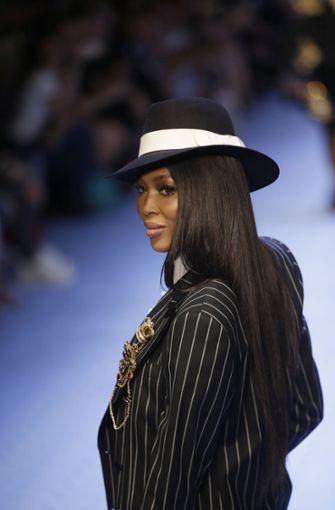 Supermodel Naomi Campbell begeistert im Mafiosi-Look auf dem Laufsteg bei Dolce&Gabbana. Foto: AP