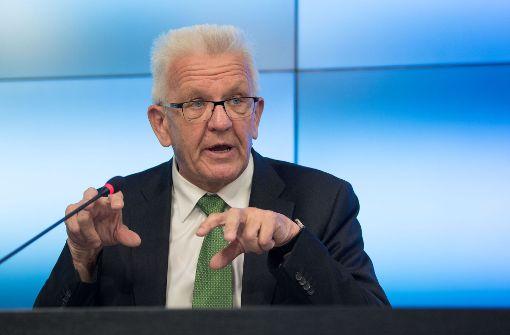 Kretschmann fordert Offenheit von Autobauern