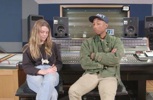 Eine Studentin beeindruckt Pharrell Williams