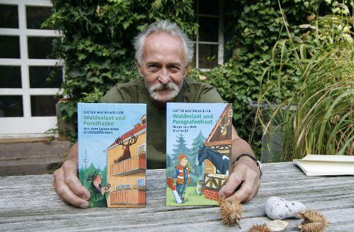 Ex-Förster und Autor Dieter Hagenmüller mit seinen  beiden  Büchern Foto: Chris Lederer