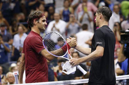 Nach mehr als dreineinhalb Stunden musste sich Roger Federer (links) John Millman geschlagen geben. Foto: AP