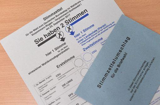 Wahlkabinen in Stuttgart geöffnet
