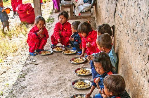 Damit Kinder in Nepal ein warmes Essen bekommen