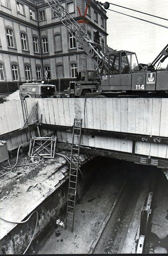 1987 ist der Bach beim Neuen Schloss zu sehen   Foto: Michael Haußmann